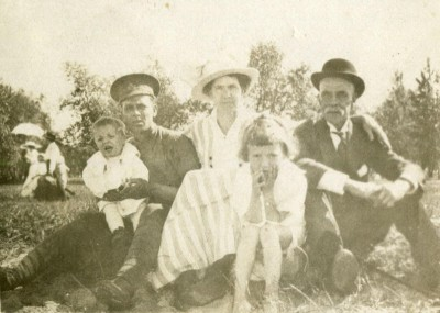 ww1-pte-silvester-with-family